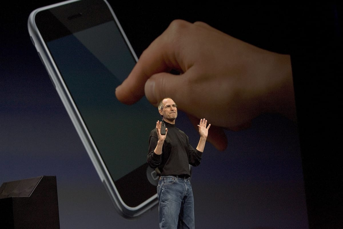 23880UNILAD imageoptim GettyImages 72956445 Watch Steve Jobs Introduce The Very First iPhone Ten Years Ago Today
