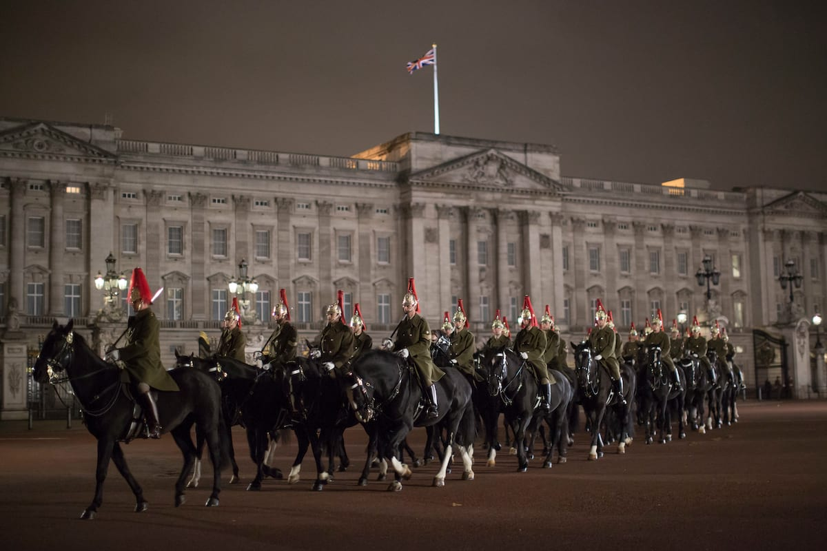 48154UNILAD imageoptim GettyImages 492871944 Queen Almost Shot By Guardsman While Taking A Walk
