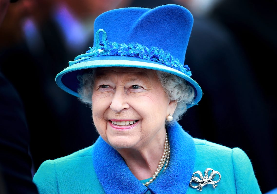 53684UNILAD imageoptim GettyImages 487366160 Queen Almost Shot By Guardsman While Taking A Walk